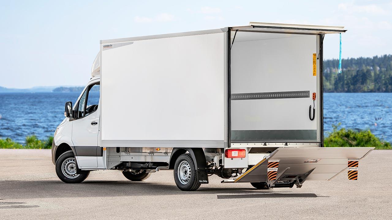 Vårt storskåp har maximalt lastutrymme för olika typer av transporter